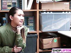 Nastoletnia Jade Ma Pieprzyć Z Oficerem Za Kradzież