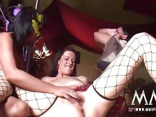 mmv電影德國成熟和青少年女同性戀脫衣舞遊行