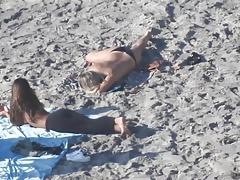 Topless sulla spiaggia