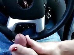 Footjob w samochodzie