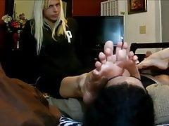 Trio feticista del piede (adorazione del piede e footjob)