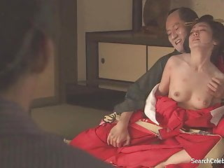 yumi adachi是一個花蕊皮膚的妓女