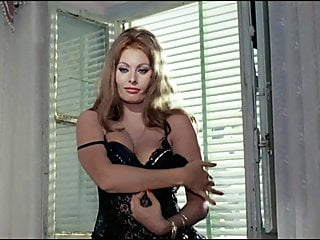 Stockings Lingerie Softcore video: Sophia Loren striptease 1963