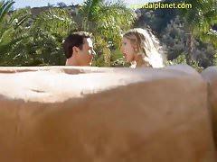 August Ames Scena di sesso nudo in modello per M ScandalPlanet.Com