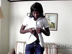 Epische afrikanische Milf geht zu einem Casting, um sich zu ficken