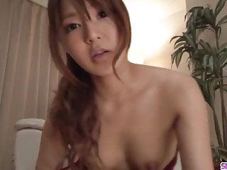 青少年Yukina Momota渴望更多在Slurpjp com