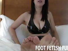 Uwielbiasz czcić moje śliczne małe stopy, prawda?