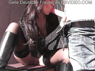 German Amateur Swingers video: Versaute Hausfrauen - Brunette German MILF fucks amateurs