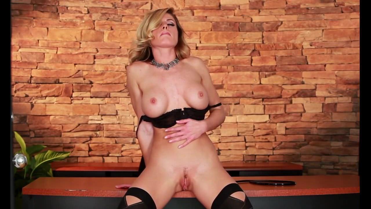 Blondes,Fingering,Milf,Lingerie,HD Videos,Striptease