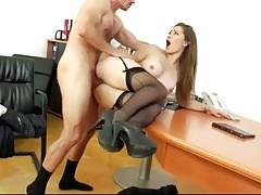 'Dani D' viene scopata e imbalsamata nell'ufficio di un avvocato