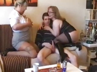 Bbw Blowjob Threesome video: Skinny Nerd Can't Say No To Mature MILF and Busty BBW