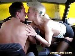 alemán milf áspero gran polla asiento trasero golpeó