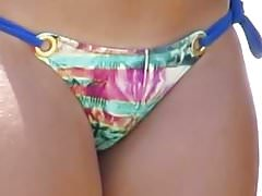 Szczery Latina Beach Cameltoe Close Up