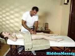 La bella bellezza profonde il massaggiatore