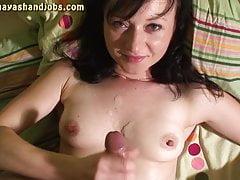 3 Cumshots auf nackten Titten von Maya