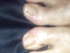 Cum su piedi oliati bagnati