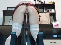 Tight ass tartan machine spódnica fucked palcami i tryskać