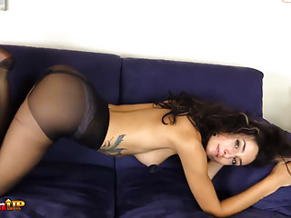 Foot Fetish Pantyhose Big Butts video: Brunette ass and feet in pantyhose