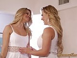 Gorgeous stepmom seduces teen beauty
