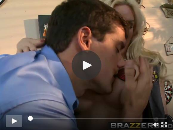 Brazzers - Big Tits at Work -  The Customer Gets My Tits sce