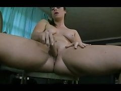 Hot PAWG reitet ihren Dildo gut AL84