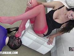 Gimp slave czci seksowne nylonowe stopy i nogi MILFs