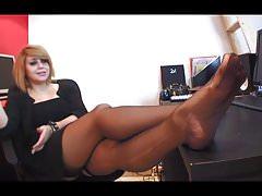 seksowna francuska dziewczyna w baletach drażni twoje stopy