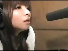 Jolie fille asiatique enregistrement hentai voix