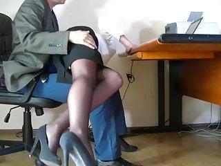 隱藏的相機拍攝了一位不起眼的秘書
