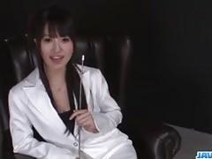 Pevná, Kotomi Asakura, sténá s velkou hračkou ve své kundičce
