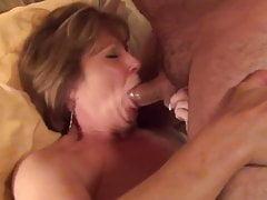Mladý italský býk jde s manželkou do úst