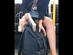 Candido Lucky Upskirt Downblouse oops sul treno - Morning Wood
