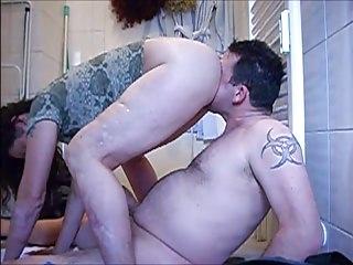 Kirsten den Arsch gerochen und geleckt