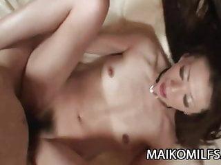 Ryoko Matsuzaka非常潮湿的日本摩洛伊斯兰解放阵线猫咪