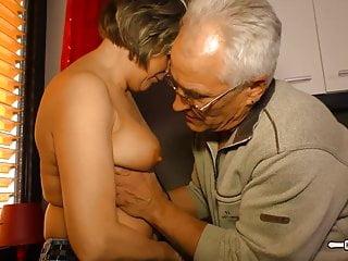 hausfrauficken成熟的德國家庭主婦得到暨山雀