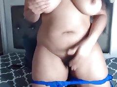 Bootylicious black Leyla con grandi tette che spruzzano vagina bagnata