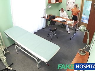 假醫院醫生亂搞他熱的金發老闆的妻子