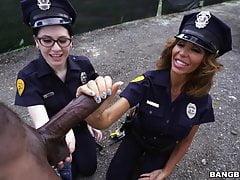 Lyla Lali a Norah Gold Vezměte BBC na Patrol Car