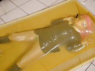 Porno video: kigurumi vibrating in vacuum bed