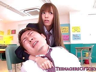 日本女学生在教室里面部化