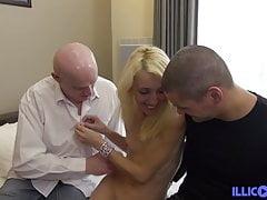 Isabelle hübsche Blondine, die ihren Ehemann betrügt