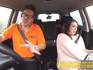 假駕駛學校教練從大山雀得到奶子手淫
