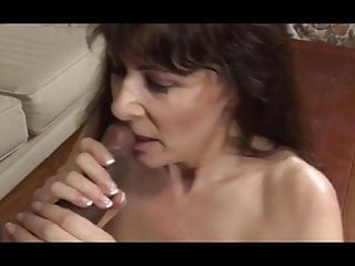 Mature Cumshot porno: Granny interacial