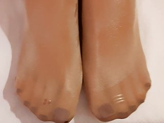 Stockings Foot Fetish Footjob video: Nice load of sexy shine nylon pantyhose toes