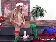 Wetandpissy - Weihnachtsgeschenke - Pissing Porn