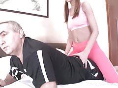 Tricky Old Teacher - Stary trener wyzwala nastolatka na seks