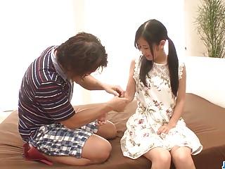 Suzu Ichinose幻想与一个老男人发生性关系