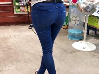 Amateur Voyeur Outdoor video: Jeans ass 3