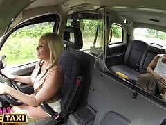 Kobieta Fake Taxi Młoda głupia i pełna spermy
