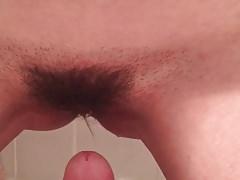 Fica pelosa che piscia sul cazzo palpitante